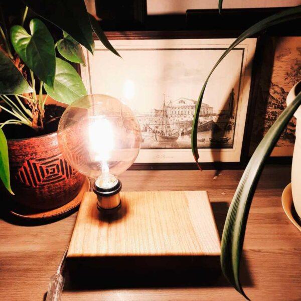 Светильник настольный из массива дерева