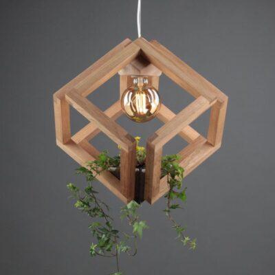 светильник из дуба кубиринт